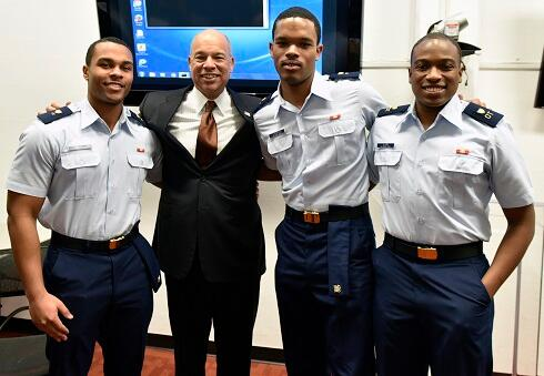Secretary Johnson meets with Morehouse candidates for the CSPI program (DHS Photo/Barry Bahler)