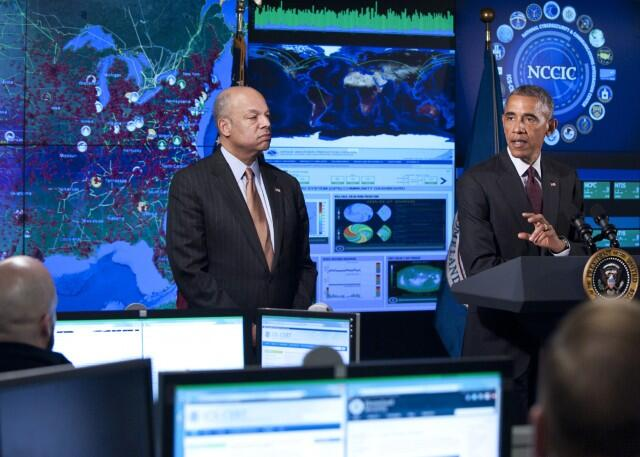 President Obama and Secretary Johnson at the NCCIC