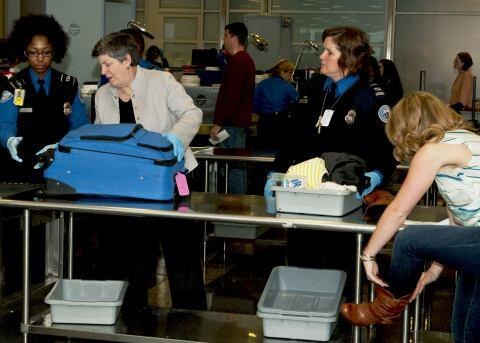 Secretary Napolitano Visits Airport Security Before Thanksgiving (HQ)