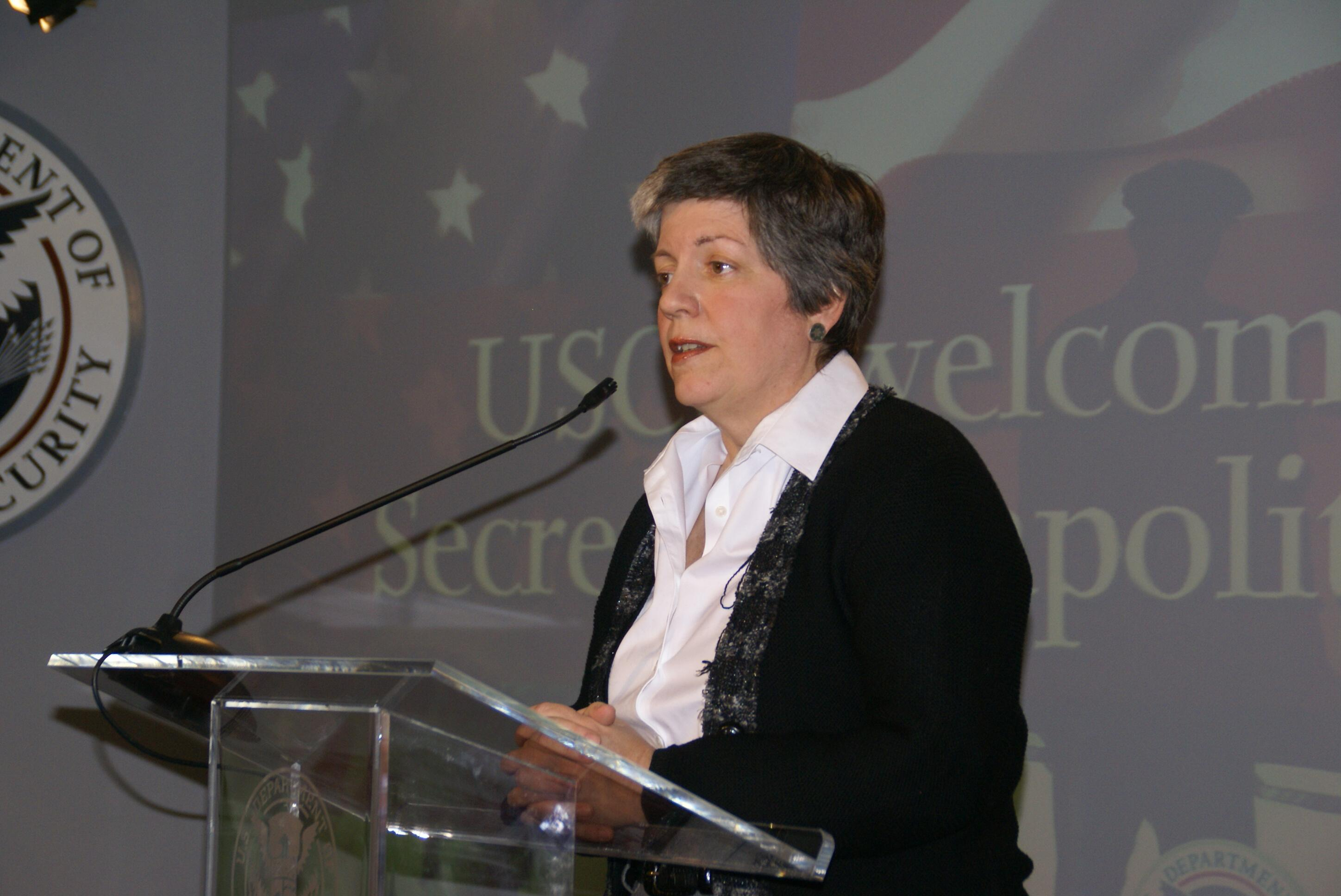 January 27, 2009 - Secretary of Homeland Security Napolitano greets employees at U.S. Citizenship and Immigration Services headquarters in Washington, D.C. where she receives briefings from the three USCIS directorates.  (USCIS Photo/Buckson)